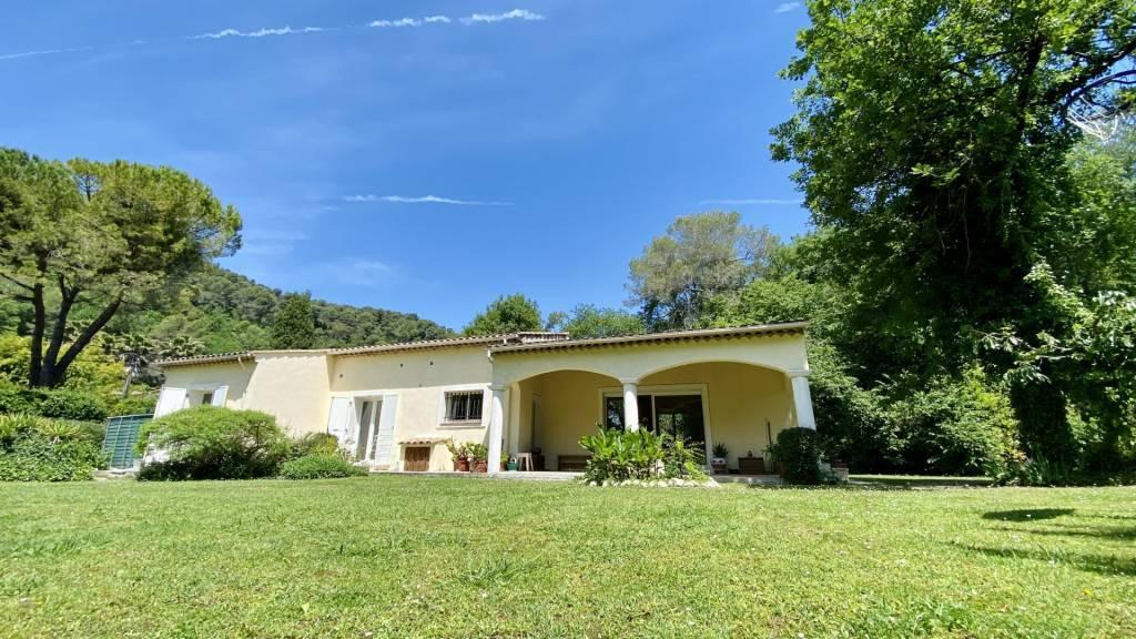 SAINT PAUL de VENCE. Nice villa in a green area