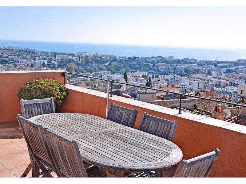 CAGNES SUR MER, HAUT DE CAGNES, beautiful house with roof terrace and sea view<br>
