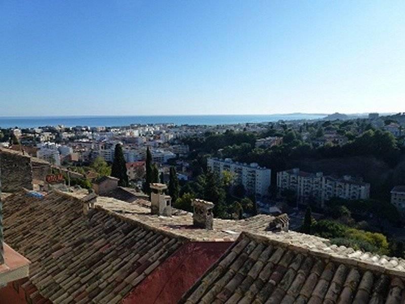 HAUT-DE-CAGNES, charming village house, sea view .<br> <br>
