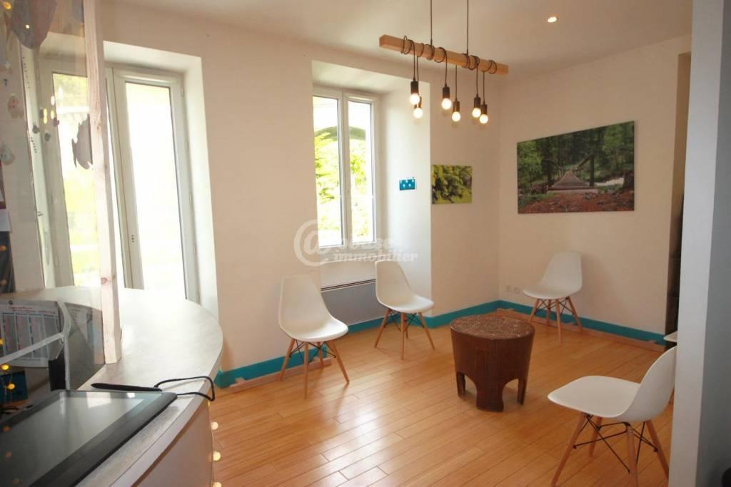 EMBRUN - 2 appartements à vendre loués en professionnel