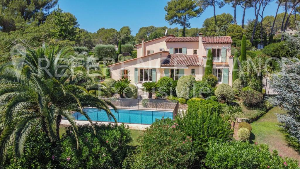 EXCLUSIVE. NOVELTY. CALM. VERY NICE OPPORTUNITY. PRESTIGIOUS DOMAIN. PARK OF 5100 m². TENNIS COURT.