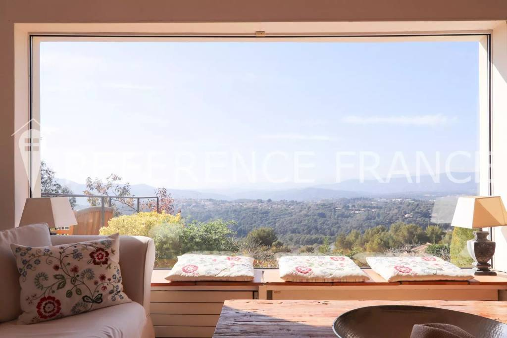 PLACE AN OFFER QUICKLY. YOUR DREAM VILLA ON THE COTE D'AZUR.