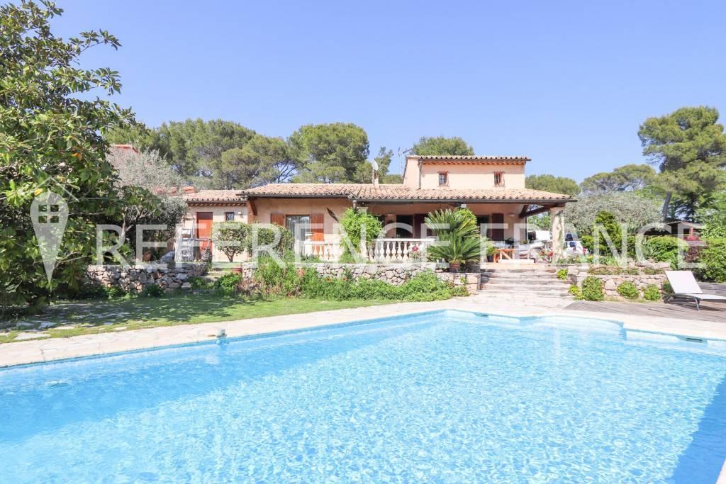 Surprenante petite villa développant 300m² approx de surfaces utiles