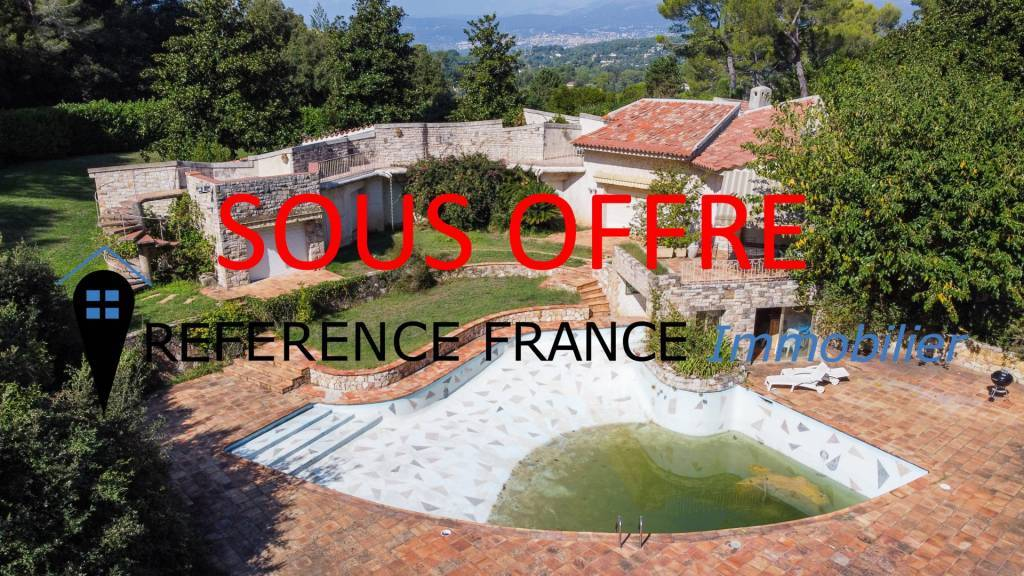 EXCLUSIVE. EXCEPTIONAL. NEW ON THE MARKET. SOLE AGENT. LES PARCS DE MOUGINS. EXCEPTIONAL. A RENOVATION. STONE PROPERTY WITH 1 HECTARE GARDEN (RARE)