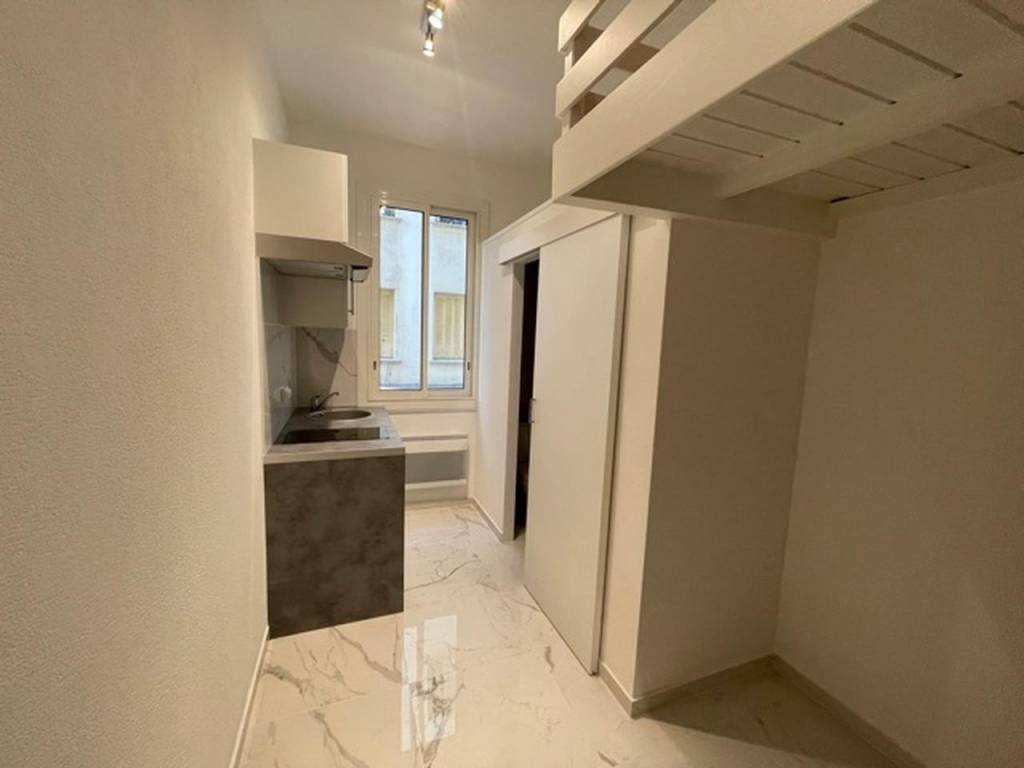 Appartement  1 Rooms 9m2  for sale    63000 €