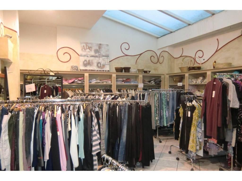 Commerce -  Bail Commercial  1 Pièce(s) 96.19 m²  à vendre
