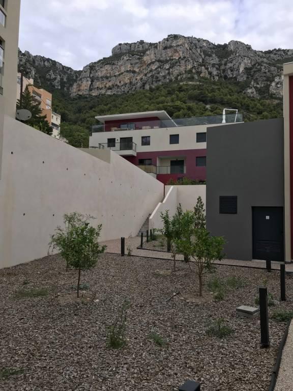 Grand 2 pièces Rez-de jardin et double garage