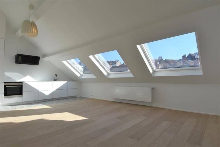 Flagey - Luxueux appartement de 65 M2, Ultra lumineux au troisième étages d'une maison de maître avec beaucoup de caractère comprenant une belle chambre avec dressing, salle d'eau attenante (évi