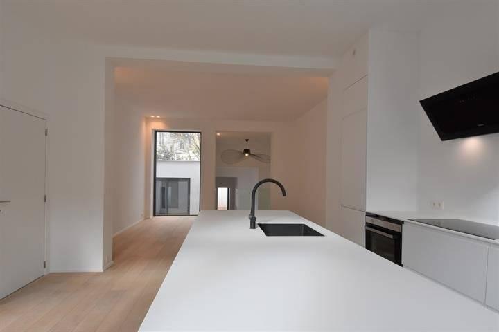 Flagey - Luxueux appartement de 120 M2 avec terrasses, Ultra lumineux au premier étage d'une maison de maître avec beaucoup de caractère comprenant deux belles chambres avec dressing et salle d'ea