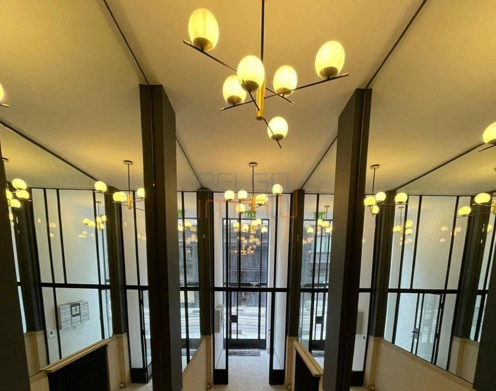 En plein coeur du quartier de l'Ilot Sacré, à deux pas de Bruxelles-Central et de Sainte-Gudule, bureau à louer
