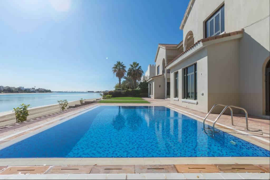 Dubaï - Maison - Location saisonnière - 13 Personnes - 6 Chambres - Piscine.