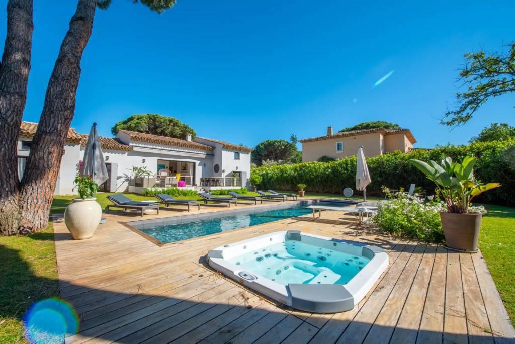 Gassin - Maison - Location saisonnière - 10 Personnes - 5 Chambres - Piscine.