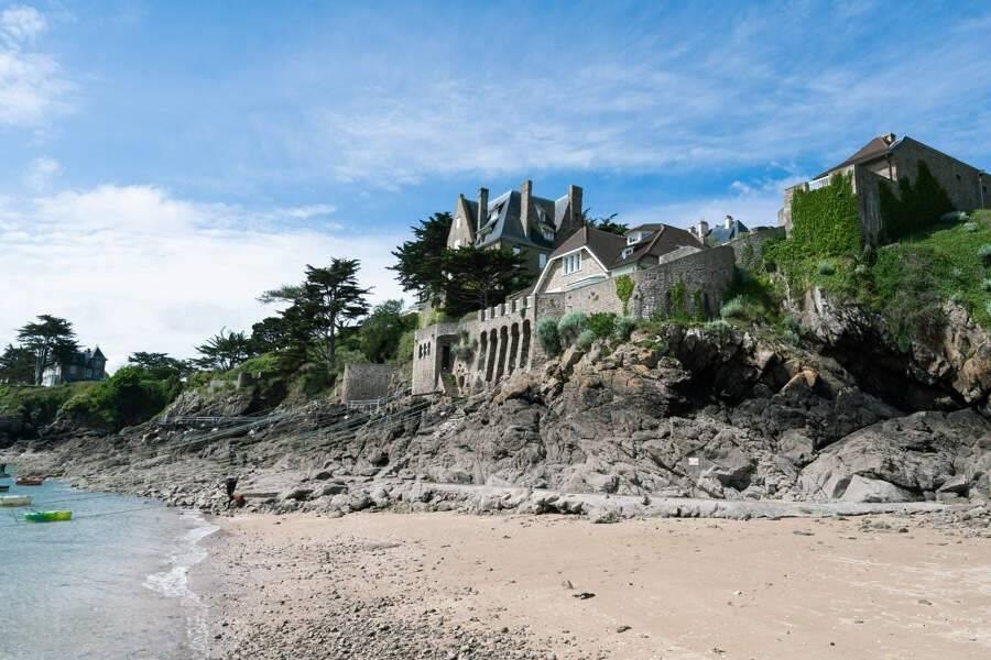 Côte d'Emeraude - Location saisonnière - Maison - 12 Personnes - 5 Chambres - 4 Salles de bain - 232 m² - Plage