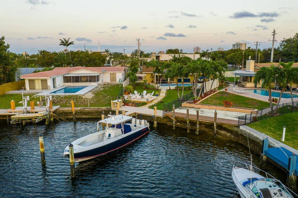 Florida - Pompano Beach - House - To sale - 4 Bedrooms - 2 Bathrooms - Swimming pool.