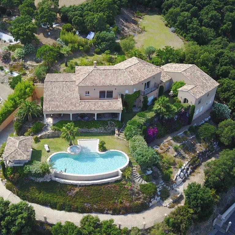 Grimaud - Golfe de St Tropez - À vendre - Propriété - 8 chambres - Piscine - Vue mer - Héliport