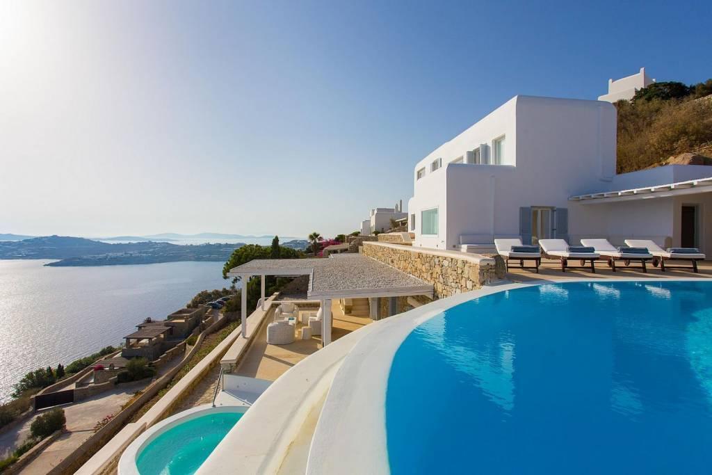 Mykonos - Agios Lazaros - Location de vacances - Maison - 15 Personnes - 8 Chambres - 8 Salles de bains - Piscine.