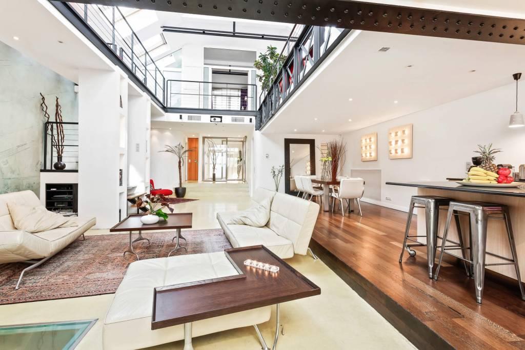 Paris 2 Arrondissement - Location saisonnière - Maison - 8 Personnes - 4 Chambres - 3 Salles de bain - 310 m2.