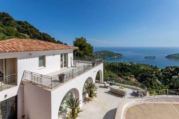 Villefranche-sur-mer - Se renta - Casa - 260 m2 - 5 Habitaciones - 4 Baños - Piscina.