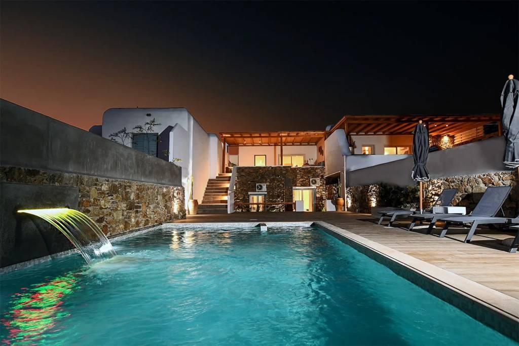 Mykonos - Maison - Location saisonnière - 13 Personnes -  6 Chambres - Piscine.
