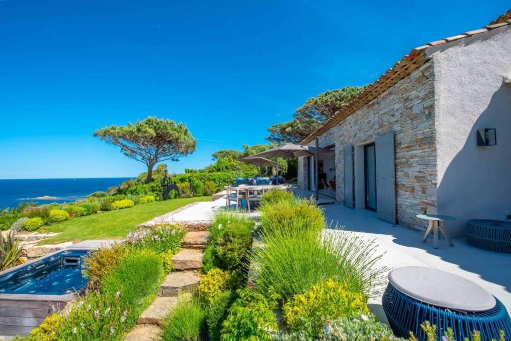 Presqu'Île de Saint Tropez - Location saisonnière - Maison - 12 Personnes - 6 Chambres - 6 Salles de bain - Piscine.