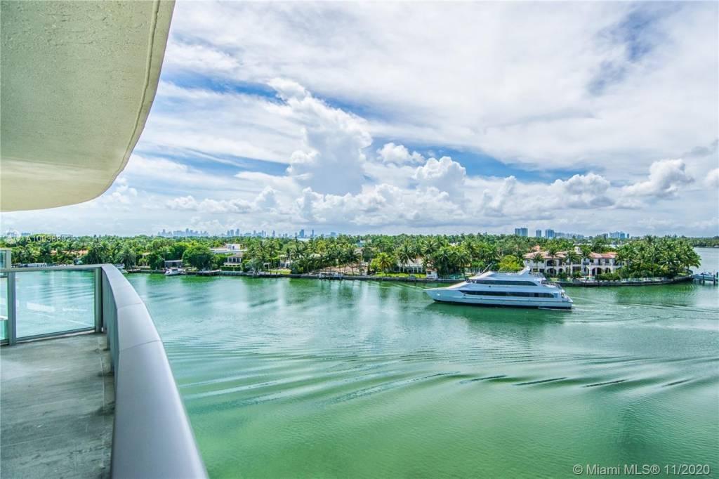 Miami Beach - Condo - Sale - 3 Bedrooms - 4 Bathrooms.
