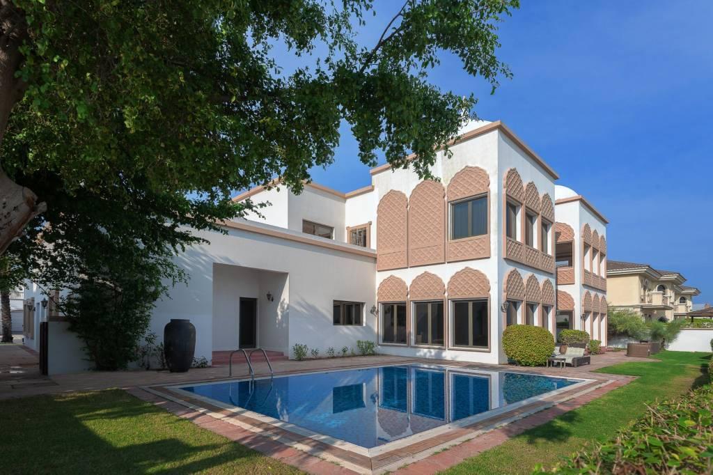 Dubaï - Maison - Location saisonnière - 13 Personnes - 6 Chambres - Piscine