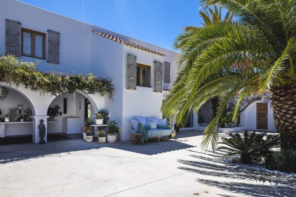 Ibiza - Location saisonnière - Maison - 12 Personnes - 6 Chambres - 5 Salles de bain - Piscine.