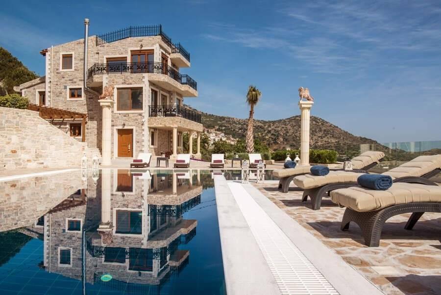 Iraklion - Crète - Location saisonnière - Maison - 10 Personnes - 5 Chambres - 2 Salles de bain - Piscine