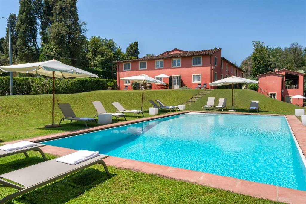 Tuscany - Province of Lucca - Holiday rental - House - 20 Persons - 10 Bedrooms - 8 Bathrooms - Swimming pool