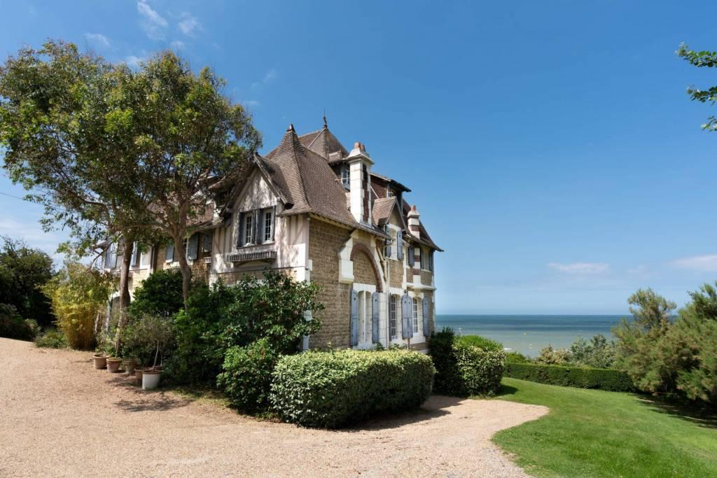 Deauville - Location saisonnière - Maison - 19 Personnes - 8 Chambres - 4 Salles de bain - 350 m²