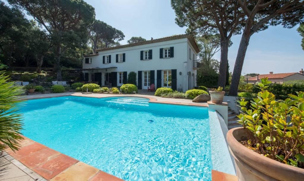 Presqu'île Saint-Tropez - Maison - Location saisonnière - 12 Personnes - 6 Chambres - Piscine.