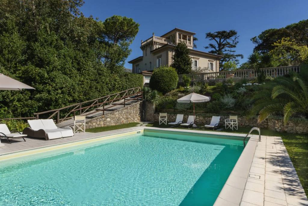 Province of Lucca - House - Holiday rental - 10 persons - 6 Bedrooms - Swimming pool.