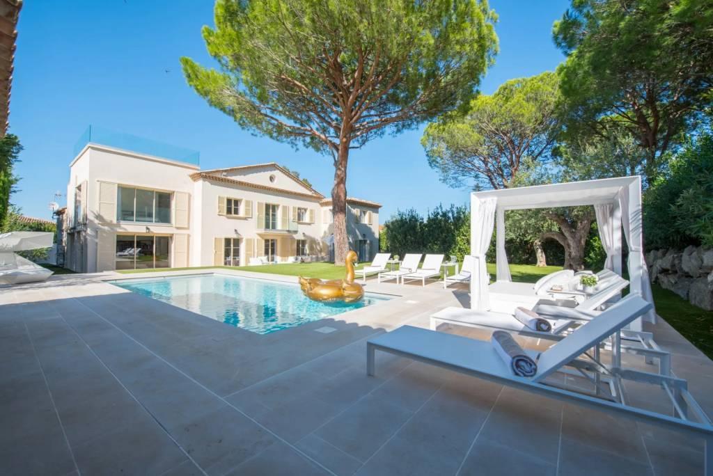Presqu'île Saint-Tropez - Maison - Location saisonnière - 18 Personnes - 9 Chambres - Piscine.