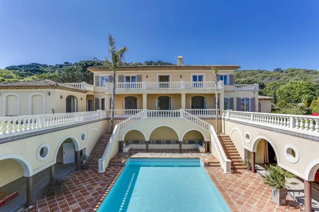 Presqu'île Saint-Tropez - Location saisonnière - Maison - 15 Personnes - 8 Chambres - 7 Salles de bain - Piscine