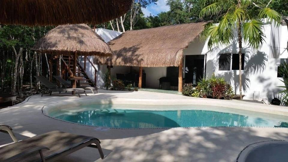 Cancun - For Sale - Property (main house and a guest house) - 4 bedrooms - Swimming pool
