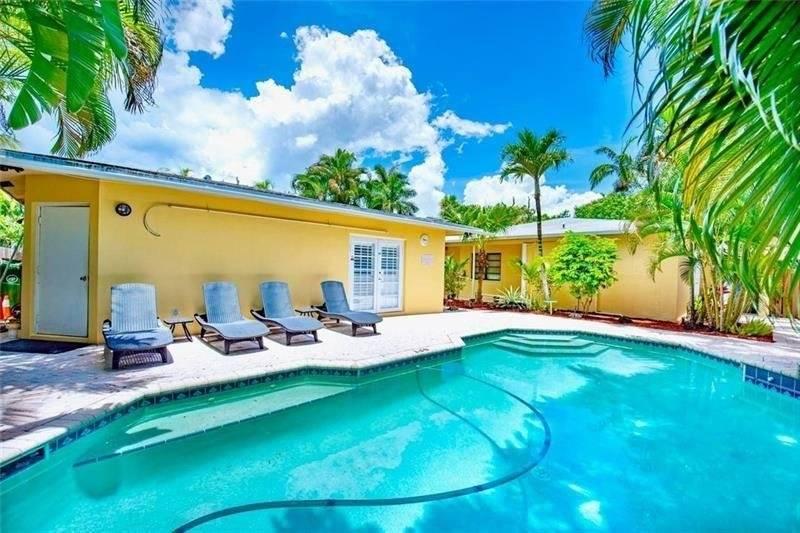 Florida - Fort Lauderdale - 9 Bedrooms - 8 F. Bath - 1 H. bath - 5 Units