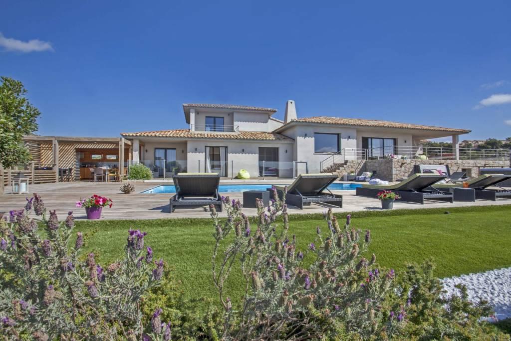 Corse - Région de Porto-Vecchio - Location saisonnière - Maison - 10 Personnes - 5 Chambres - 4 Salles de bain - Piscine.