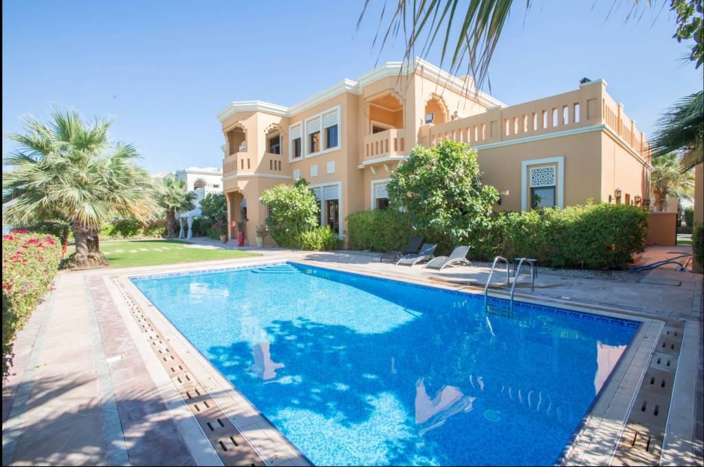 Dubaï - Maison - Location saisonnière - 13 Personnes - 6 Chambres - Piscine - Plage.