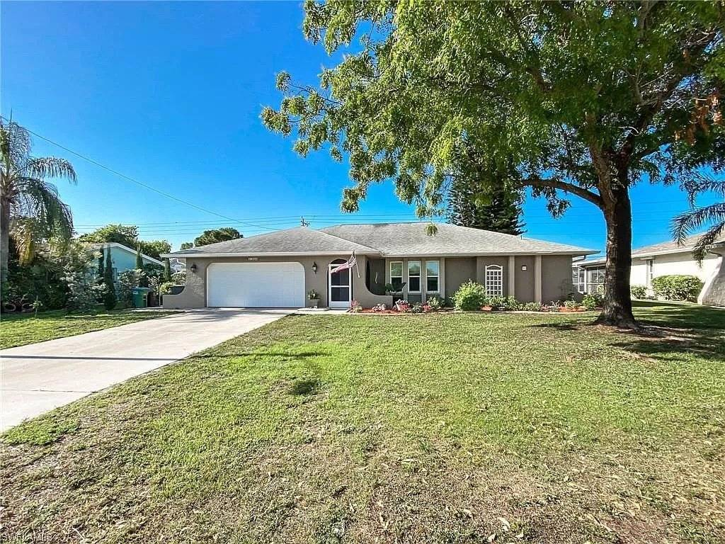 Florida - Cape Coral - For sale - House - 4 Bedrooms - 2 Bathrooms  - Swimming pool.