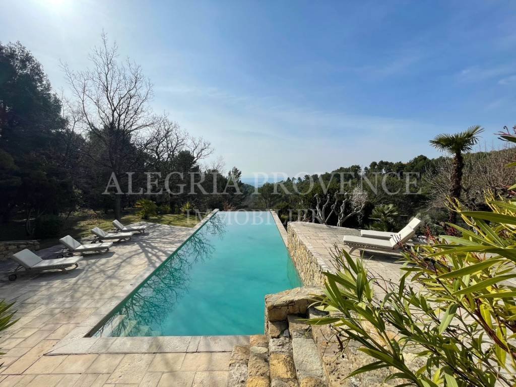 Magnificent property with exceptional views in Tourtour