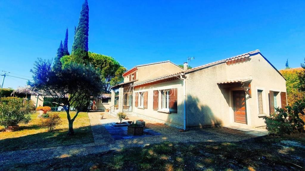 CARPENTRAS Villa traditionnelle sur 782 m² de terrain
