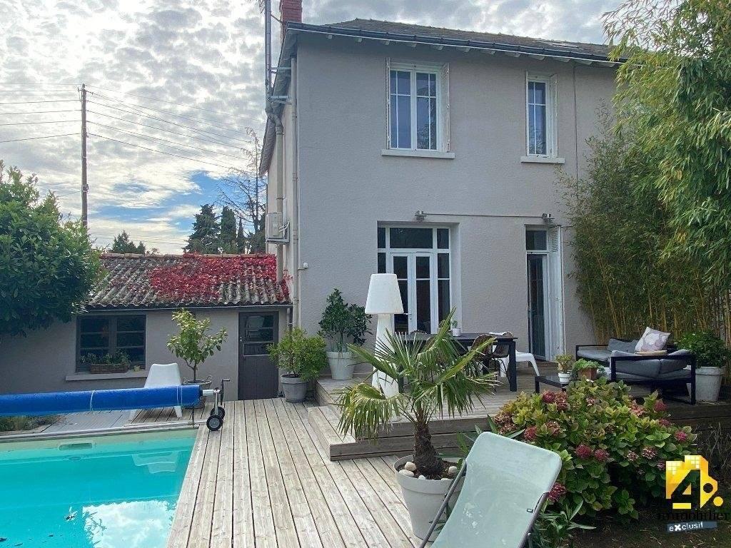 Maison Niort 6 pièce(s) 160 m2