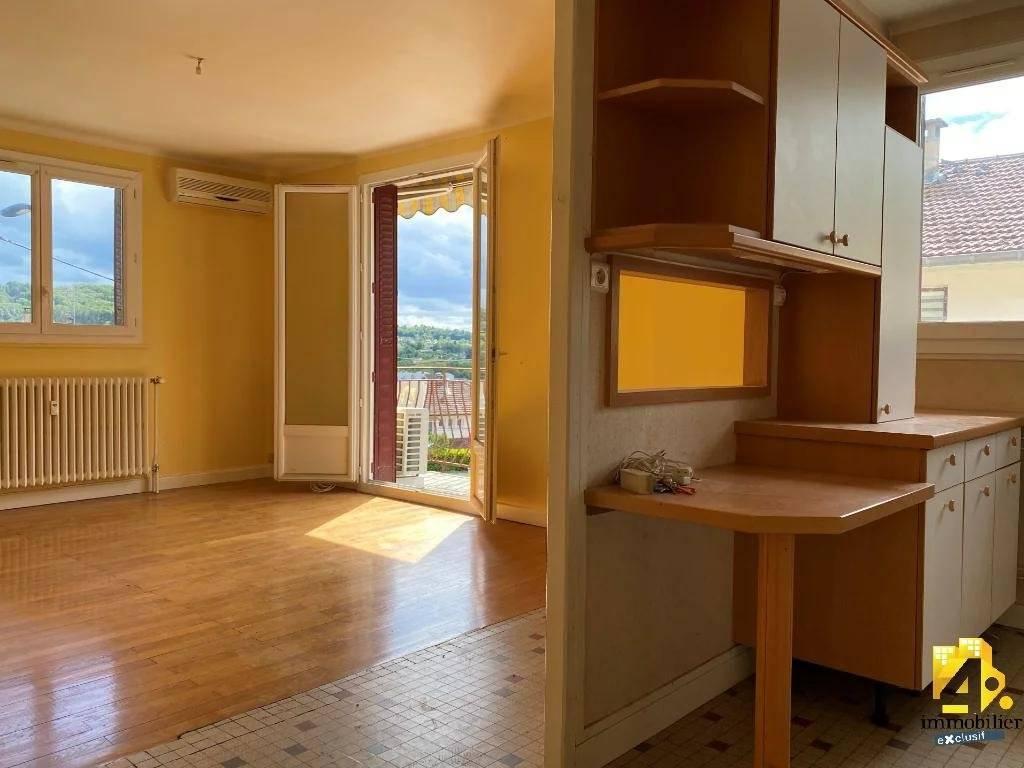 Appartement à Lons-le-Saunier 2 pièces/ 1 chambre/ 56 m²/ balcon/ garage.
