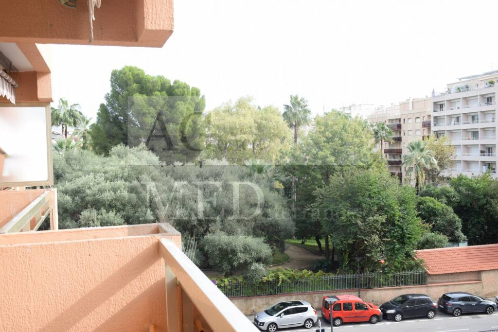 Rental Apartment Juan-les-Pins