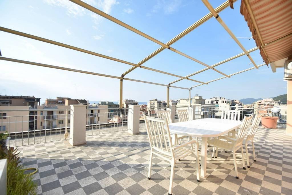 Seasonal rental Penthouse Loano